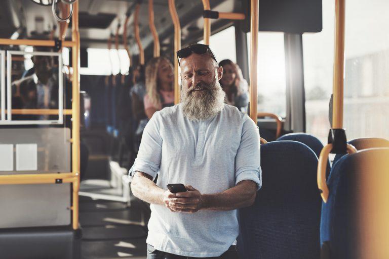 Mann im Bus