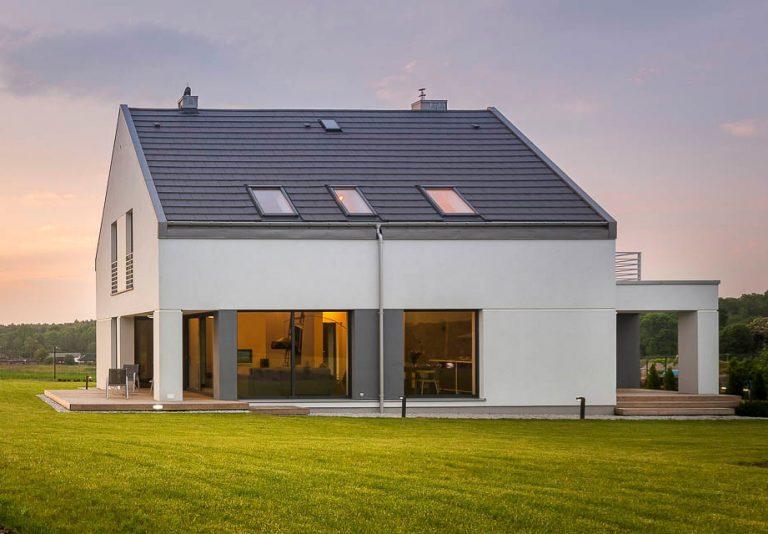 Weißes Einfamilienhaus